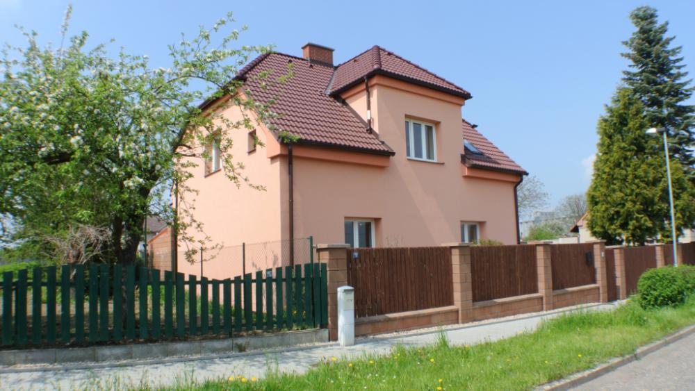 Zrekonstruovaný rodinný dům Syrovátka u Hradce Králové